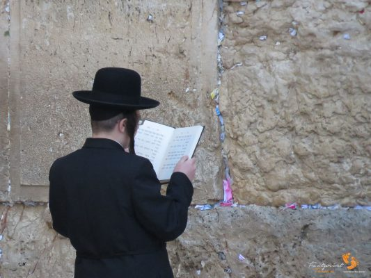 Jewish man praying at Western Wall – IMG_6708