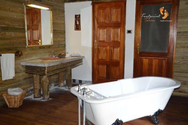 interesting bathroom in botswana lodge – DSC_8144