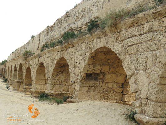 caesarea aqueduct – Israel – IMG_6076