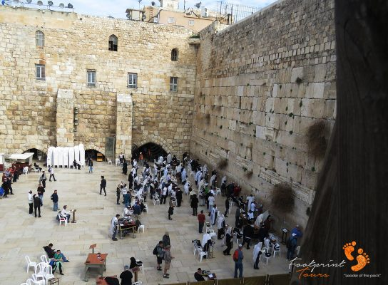 prayers at Western Wall in Jerusalem – IMG_6974