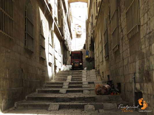 small tractor takes the stairs in Jerusalem – IMG_6991