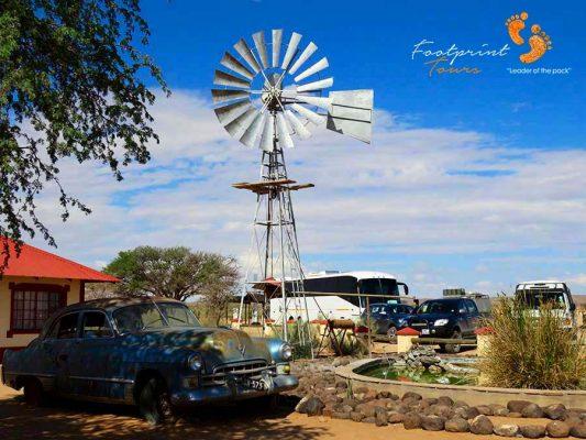 namibia – windmill & tourbus – IMG_0340