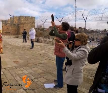 shofar blowing on Jerusalem walls